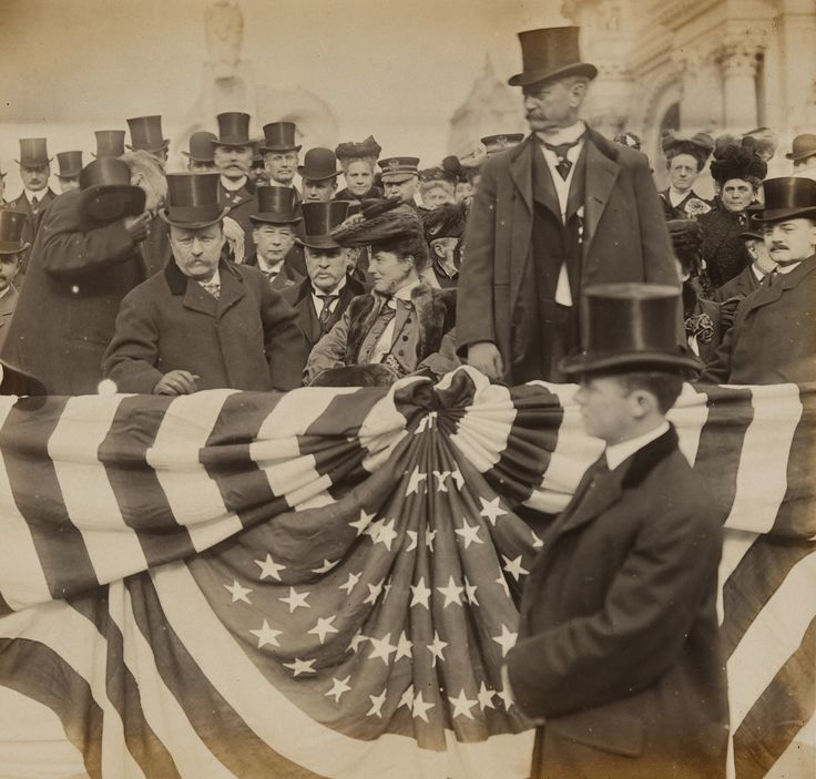 Jessie Tarbox Beals. US President Theodore Roosevelt, Edith Roosevelt and David Rowland at the Universal Exposition in St Louis, Missouri. 1904.