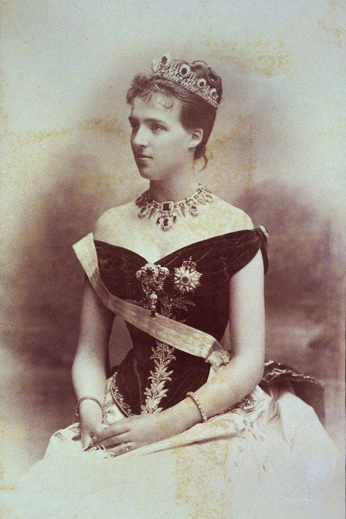 Queen Amelie, wearing her emerald and diamond parure shortly after her wedding to Carlos I of Portugal in 1886, when she was in her 20s.
