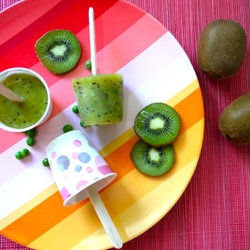 Pee kiwi pops- Weelicious Recipes — BEST site for fun healthy food for kids