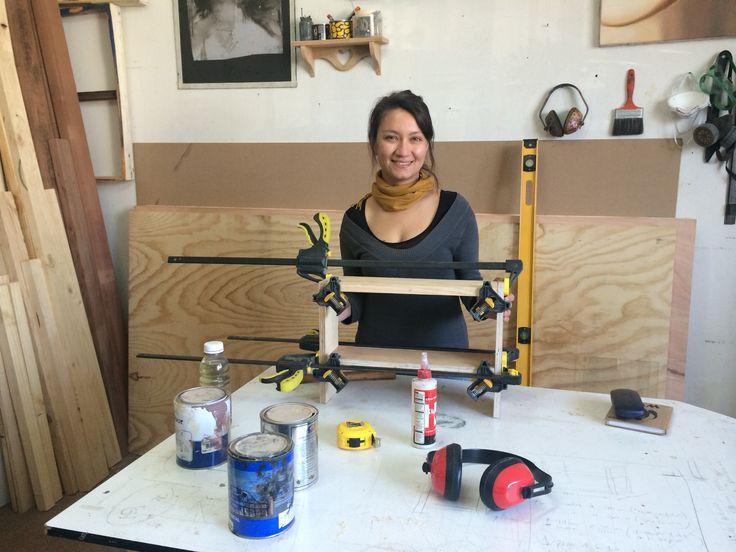 Denisse es hoy nuestra alumna en Ro Muebles, el taller se llena de alegría en cada clase, Denisse eres muy aplicada y talentosa! En la foto, primer trabajo ya avanzado, es una repisa pequeña hecha 100% por Denisse. :)