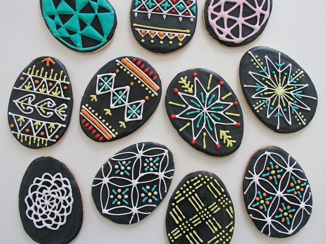Pysanky (Ukranian Egg)-style cookies... They seem too pretty to eat D: