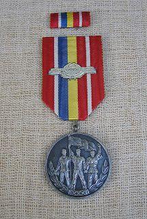 """COCKTAILVINTAGEBAZAAR: Medalia """"30 de ani de la eliberarea României de sub dominaţia fascistă"""" #Romanian #communist #medals #collectibles"""