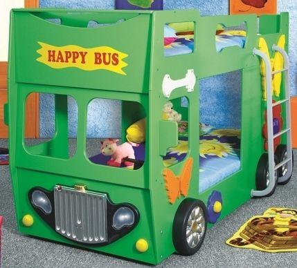 Grünes Etagenbett in der Form von einem Bus.