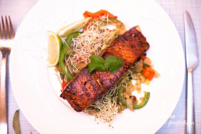 Asiatisk lax med wokade grönsaker