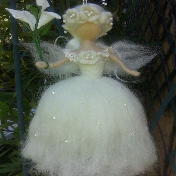 Fée en laine cardée feutrée à l'aiguille inspiration Waldorf Ange de la boutique MagicFairyland sur Etsy