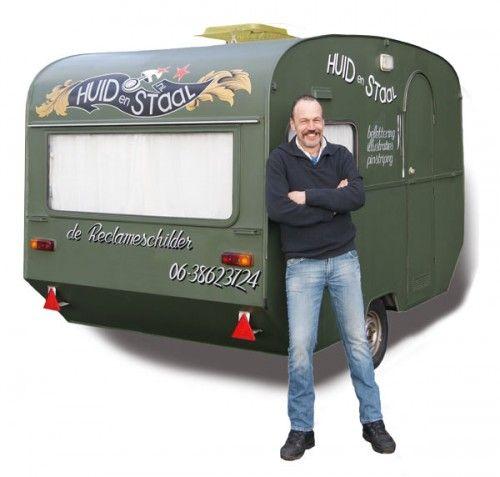 Frank Bouwmeester de Reclameschilder een leuk bedrijf met ambachtelijk schilderwerk. Bezoek zijn site maar eens op www.dereclameschilder.nl