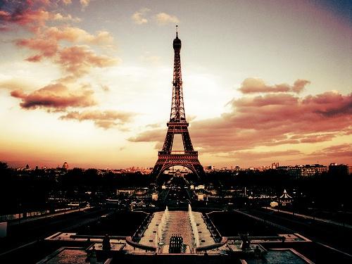Dziś na www.SoPerlage.com Paryż - kolebka sztuki, mody i miłości!   Macie swoje ulubione miejsca w stolicy Francji lub piękne wspomnienia z nią związane? http://soperlage.com/paryz-kolebka-mody-sztuki-milosci/