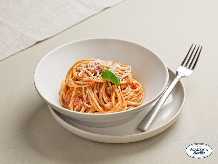 Spaghetti integrali con pomodori e peperoni