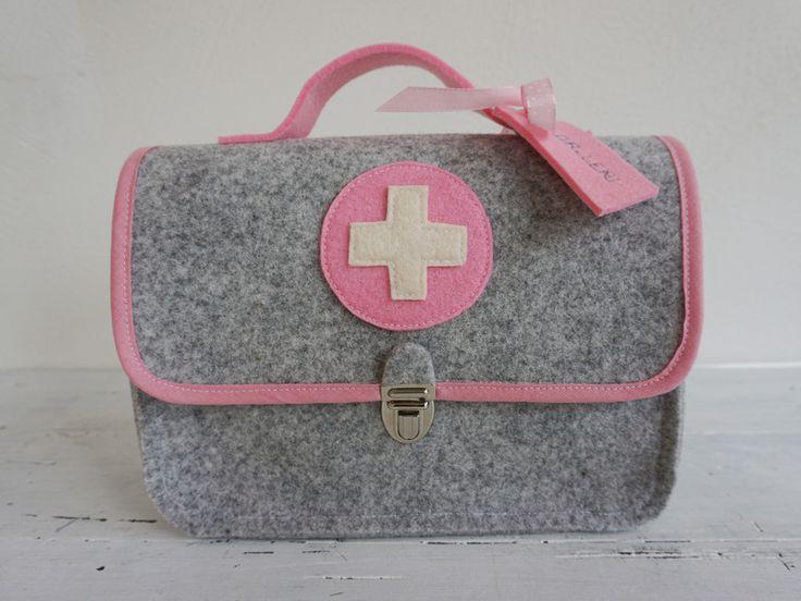 Puppen - Arztkoffer * Puppendoktor * Doktorkoffer * rosa - ein Designerstück von Fuenfundsiebzig bei DaWanda