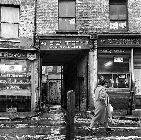 Chevrah Shass synagogue Whitechapel c 1955, John Gay via English Heritage