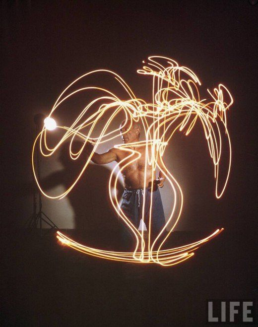 Picasso Creating Light Paintings (1949)
