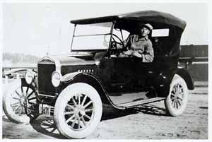 Ford pirtuautona Kauklahdessa vuonna 1925.