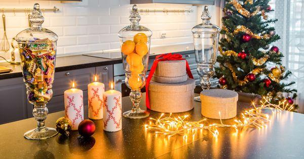 Все мы отмечаем новый год по-разному. Мы учли самые популярные сценарии и подготовили для вас советы по новогоднему декору, меню и сервировке! Здесь вы найдете секреты сервировки стола, варианты новогоднего меню, идеи по декору интерьеров.