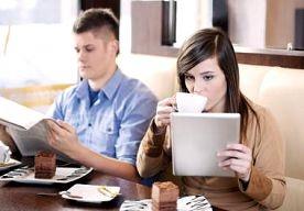 21-Mar-2013 17:37 - MEER MENSEN LEZEN DIGITALE KRANTEN. Het aantal mensen dat de krant op hun tablet of telefoon leest neemt gestaag toe. Vooral de tablet blijkt populair: zon 1,4 miljoen mensen lazen