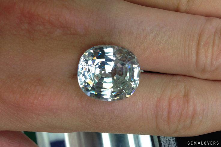 Бесцветный циркон. По своей красоте его можно сравнить с бриллиантом. До термообработки этот камень был коричневым. #colorless #zircon #gem #gemstone