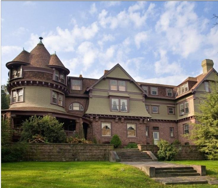 omg can i just please have the mansion!!! i am in love  Historic Pennsylvania Properties for Sale
