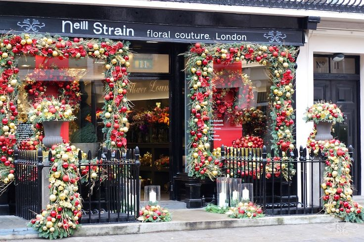 Belgravia's flower boutique Neill Strain Floral Couture dressed for Christmas 2015