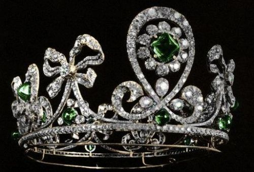 Emerald Russian Tiara. The 'Columbian Emerald Tiara' belonged to a suite of jewels made for Tsarina Alexandra and her sister, the Grand Duchess Elizabeth feodorovna.