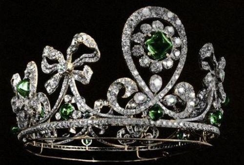 Emerald Russian Tiara. The 'Columbian Emerald Tiara' belonged to a suite of jewels made for Tsarina Alexandra and her sister, the Grand Duchess Elizabeth feodorovna.