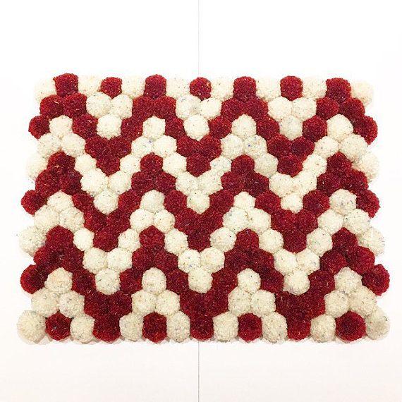 les 25 meilleures id es de la cat gorie tapis pompon sur pinterest tapis avec pompon faire un. Black Bedroom Furniture Sets. Home Design Ideas