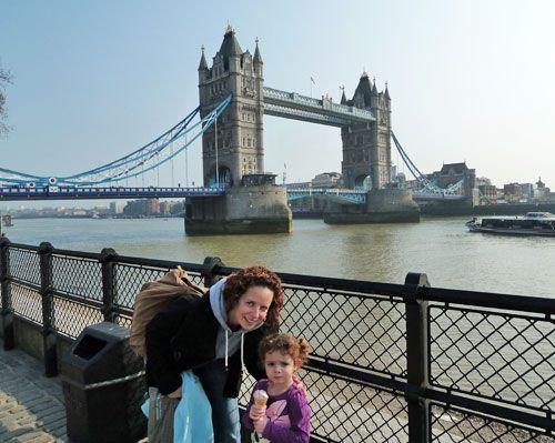 Tower Bridge à Londres: www.FunandEnglish.com l Formation d'anglais en ligne fun pour enfants
