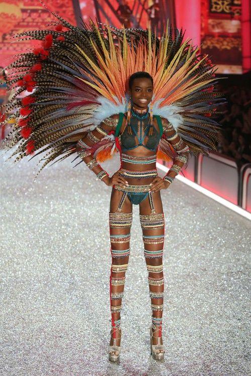 Maria Borges au défilé Victoria's Secret 2016
