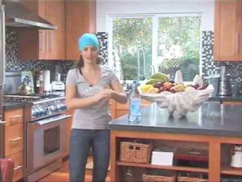 30 minutes de sport facile dans la cuisine avec val rie for Exercice muscler interieur cuisses