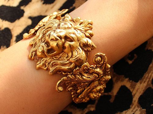 Roar lion bracelet! super cool