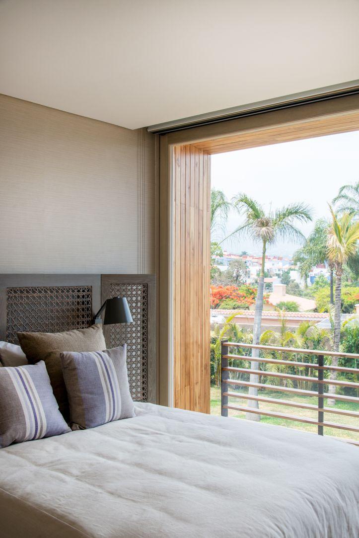 Recamara con puerta corrediza de madera #ventana #ventanademadera #madera #multivi #puertademadera #puerta #cancel #hechoenmexico