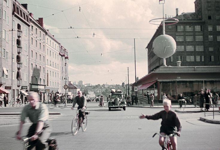 Korsningen Götgatan och Ringvägen vid Skanstull på Södermalm i Stockholm. Foto: Fredrik Bruno, 1943.