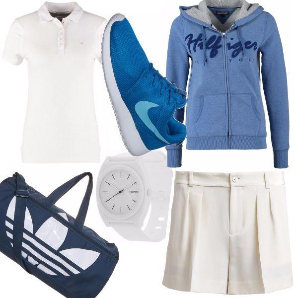 Il bianco è il colore per eccellenza del tennis, ma si fa un piccolo strappo in questo outfit, in cui  tocchi di azzurro tono-su-tono smorzano la monotonia, focalizzando l'attenzione dell'osservatore sulla semplicità del tutto, seppure nella sua eccentricità.