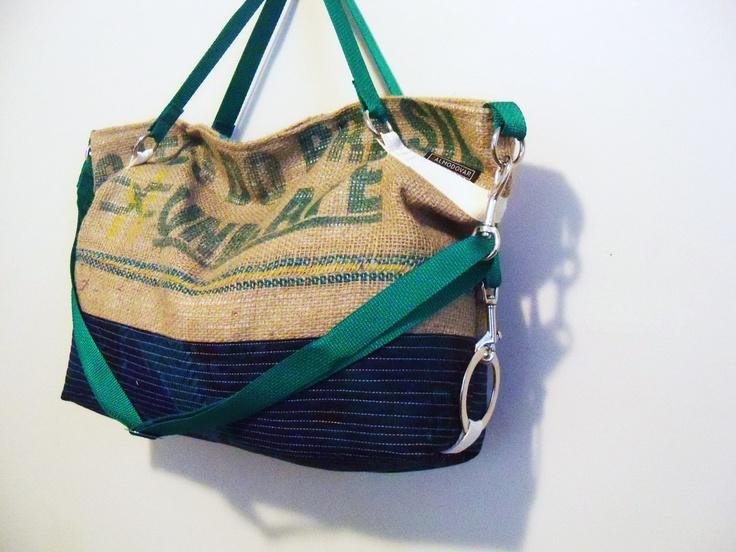 Messenger TOTE in burlap with quilted bottom.