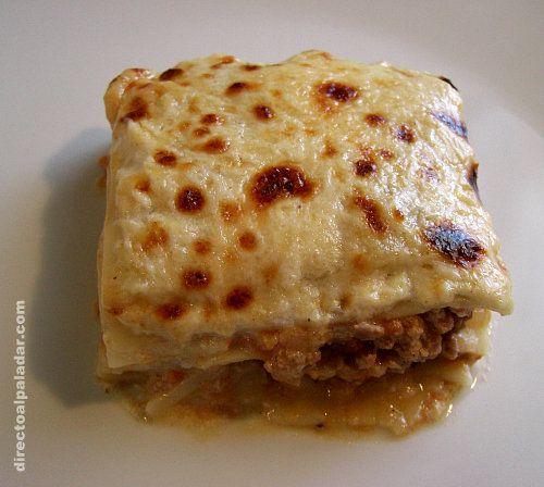 Lasaña de carne a la boloñesa: Una buena receta de lasaña, queda muy rica. Pero no hay que pasarse con la zanahoria (yo le eché más de lo que ponía pensando que era poco) porque si no sabe demasiado...