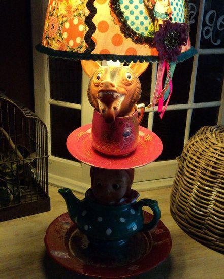 SPROOKJES STAPEL SERVIES LAMP naar eigen wens.... Handgemaakte vintage kinderlampen.  Laat een lamp naar wens maken naar eigen kleur en thema en bovendien te voorzien van uw eigen namen en teksten,...