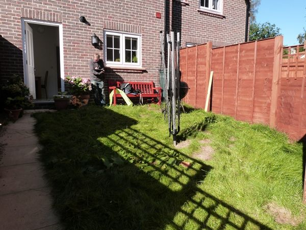 Small Sloping Garden In Letchworth Sloped Garden Garden 640 x 480