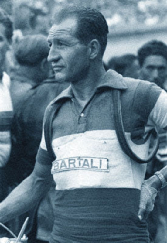 Gino Bartali • Il bene si fa ma non si dice. E certe medaglie si appendono all'anima, non alla giacca.