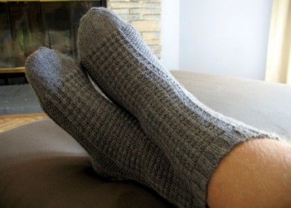 Easy Knitting Pattern For Mens Socks : Sock Knitting Tutorial and a thermal textured socks pattern Knitting Pint...