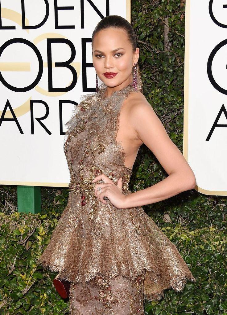 Chrissy Teigen shined in Marchesa gown at 2017 Golden Globes. #celebrity #redcarpet #goldenglobes #2017goldenglobes #glamorous #fabfashionfix #chrissyteigen #marchesa