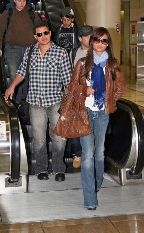 Who made Vanessa Minnillo's blue scarf, sunglasses, brown purse and jeans? Purse – Louis Vuitton Damier Canvas Hampstead Gm Bag  Jeans – William Rast Savoy Low Rise Jeans In Jupiter  Sunglasses – Tom Ford Raquel sunglasses  Scarf – Gypsy 05 Ombre scarf in Navy  Purse – Rafe Blake Hobo bag in Brown