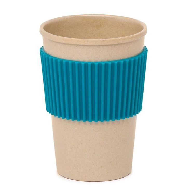Vaso infantil ecológico, fabricado con fibra de arroz. 100% biodegradable. De color marrón (color natural de la pasta de fibra de arroz) con silicona azul turquesa. El anillo de silicona se puede quitar y poner. Ejerce una doble función: antideslizante y protege de quemaduras si el vaso contiene bebidas calientes.