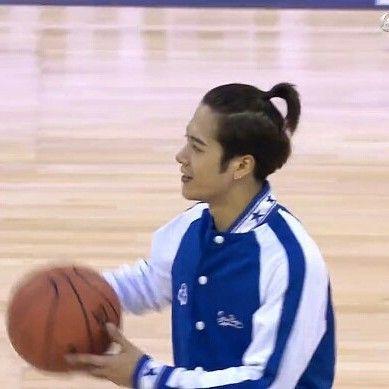 170910 Super Penguin Basketball Celebrity Game in Shanghai. 做熱身的寶寶~😍😍😍💓💓💓 Live stream: http://sports.qq.com/kbsweb/game.htm?mid=100008:2016436 #jacksonwang #王嘉爾 #잭슨 #teamwang #JacksonWangPAPILLON #generation2 #got7 #jyp #kpop #갓세븐 #니가하면 #ifyoudo #fly #flightlogdeparture #TURBULENCE #flightlogturbulence #flightlogarrival #neverever @jacksonwang852g7
