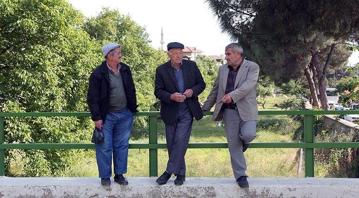 Ege'nin Osmanlı köyü Birgi   Birgi, İzmir'in Ödemiş ilçesine bağlı gezinsel bir köy.   Birgi, asırlık çınar ve ceviz ağaçları, yüksek taş duvarlı, alaturka kiremitli, ahşap pencereli evleri ile zamanı 2 bin yıl öncesine kadar uzanan zamanı bir köy. Frigler, Persler, Bergama Krallığı, Bizanslılar, Romalılar,... http://www.xn--yoldaym-wfb.com/egenin-osmanli-koyu-birgi.html  #Birgi, #Egenin, #Köyü, #Osmanlı