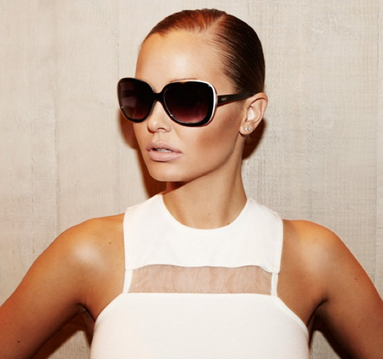 femme: lara bingle  Love these sunglasses!!