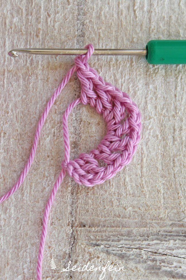 Häkelblume, Häkeln, Anleitung, Tutorial, DIY, crochet flower, crochet tutorial, crochet pattern, Häkelmuster, crochet, Kreativblog, Häkelblog, Häkelanleitung, kreativ blog