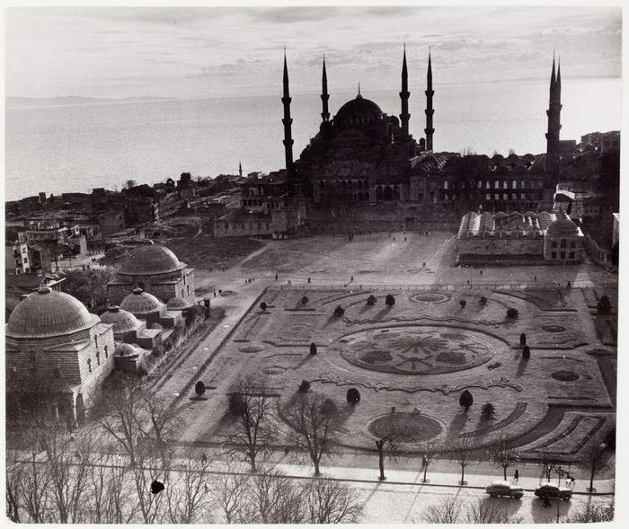 Sultanahmet Meydanı / 1946 Fotoğrafçı: Robert Capa http://ift.tt/2qvdtWg