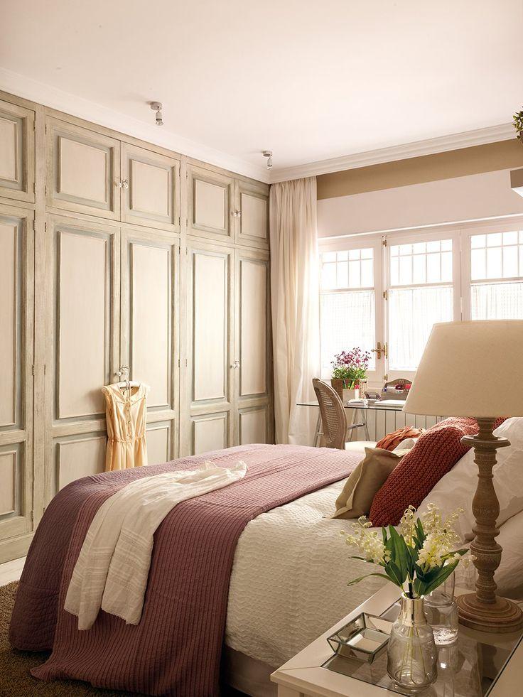 Colores suaves  El gran armario empotrado se ha pintado de colores suaves para aligerar su presencia y ganar luz.