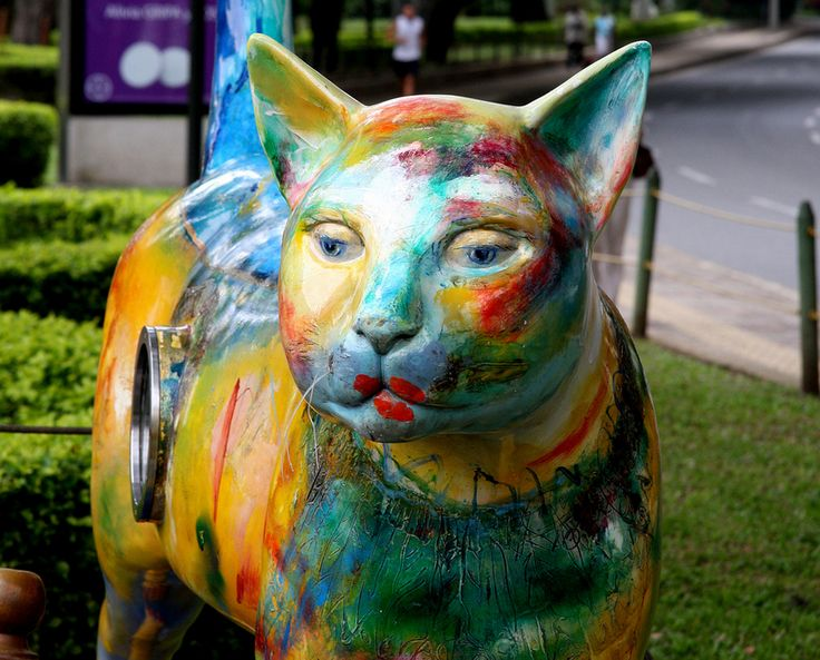 Parque del Gato de Tejada is a riverside park in Cali, Colombia, housing colorful and unique cat sculptures. Hernando Tejada was the first one to create a 3,5 meter tall bronze cat statue, El Gato Rio, and other artists decided to create 15 more buddies for the River cat.