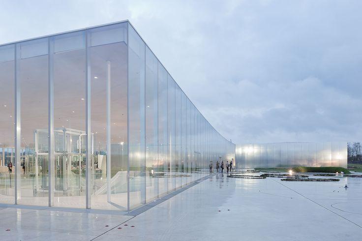 Für die Fassaden kommen ausschließlich Glas und gebürstetes Aluminium zum Einsatz