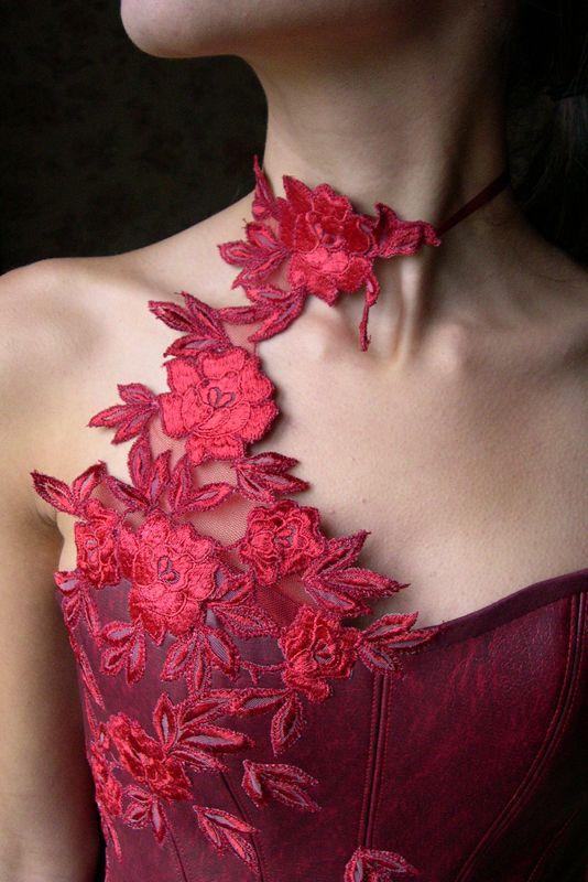 ROBE DE MARIEE rouge, en simili cuir et dentelle de Calais | Carole CELLIER, créatrice de robes de mariée