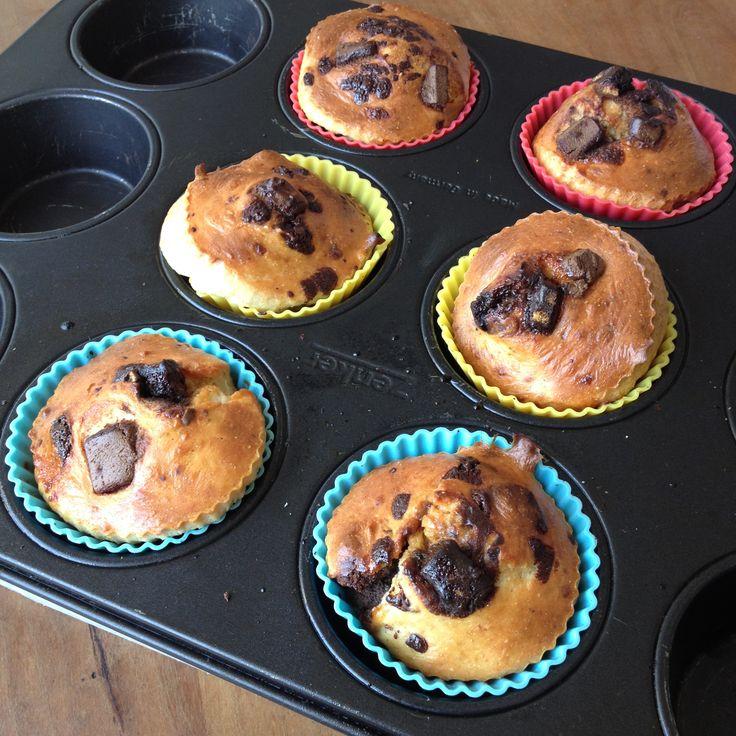 Havermout muffins met kleine stukjes chocolade eiwit reep